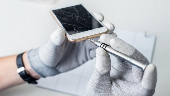 Cómo arreglar la pantalla rota del móvil